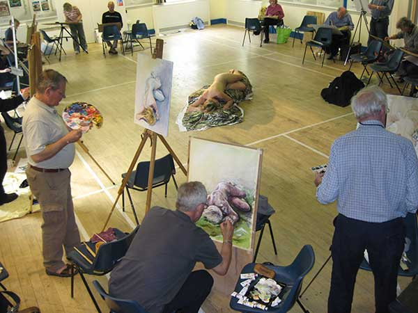 Life drawing class tutor Diane Kettle